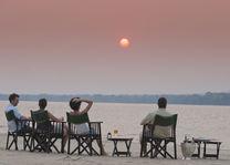Baines River Camp - sundowner - Lower Zambezi - Zambia - foto: Baines River Camp