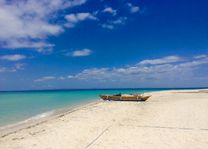 Bantayan Island - Cebu - bootje op strand - Filipijnen - CTTO - Intas - foto: Intas