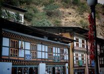 Straatbeeld Trashigang - Bhutan - foto: Mieke Arendsen
