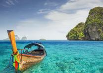 bootje bij Phuket - blauwe zee