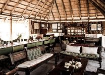 Camp Kalahari - mess tent - Makgadigadi - Botswana - foto: Camp Kalahari