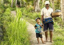 Indonesie - Bali - opa en kleinzoon - foto: pixabay