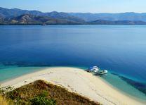 Indonesië - Flores - Riung National Park - Strand - foto: Daniel de Gruiter