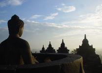 Indonesië - Java - Yogyakarta - Borobudur zonsopgang Boeddha - foto: Daniel de Gruiter