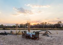 Nkonzi Camp - dineren - riverbed - South Luangwa - Zambia - foto: Nkonzi Camp