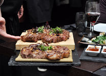 """Premium Beef Restaurant - <a href=""""https://creativecommons.org/licenses/by/2.0/"""">Marco Verch</a>  - foto: flickr"""