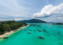 Thailand - Koh Lipe - helderblauwe zee - bootjes - strand