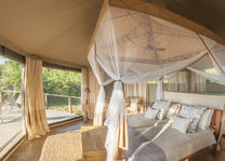 Three Rivers Camp - luxury tent - interieur - South Luangwa - Zambia - foto: Kafunta Safaris