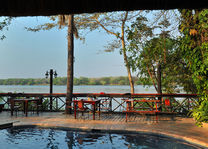 Zambezi Waterfront - pool deck - Livingstone - Zambia - foto: Zambezi Waterfront