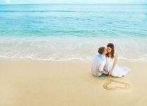 huwelijksreis honeymoon koppel hartje in zand - Romantisch - Algemeen