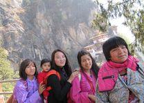 familie in Taktsang - Taktsang - Bhutan - foto: Mieke Arendsen