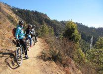 mountainbiken Bhumtang Tsarbaling (1) - Bhumtang Tsarbaling - Bhutan - foto: Tenzin Jamtsho