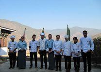 personeel van het Bongde Goma Resort - Bongde Goma Resort - Bhutan - foto: Mieke Arendsen