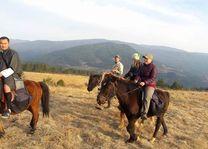 paardrijden in de Bumthang vallei (2) - Bumthang - Bhutan - foto: Sonam Loday