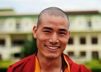 glimlachende monnik in Bhutan - Bhutan - foto: Pema Dendup