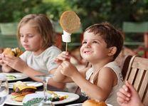 Kinderen met lunch bij Seba Lodge - Seba Lodge - Botswana