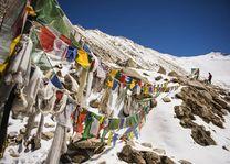 Vlaggen in de bergen, Jammu, Kashmir - India - foto: Archief
