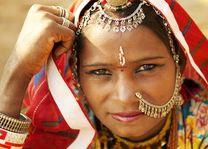 Traditionele vrouw met neussierraad Rajasthan, Jaisalmer - India - foto: Archief