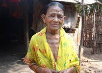 getatoeëerde vrouw in Orissa - Orissa - India - foto: archief