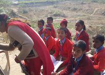 schoolklas in uniform - Agra - India - foto: Mieke Arendsen