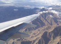 vleugel van vliegtuig boven Ladakh - Ladakh - India - foto: Mieke Arendsen