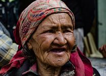 oude dame in Ladakh - Ladakh - India - foto: Ashfaq Rah