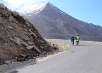 fietsen in Ladakh - Ladakh - India - foto: Ashfaq Rah