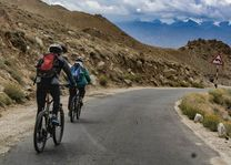 mountainbike downhill Khardung La Ladakh (2) - Ladakh - India - foto: Ashfaq Rah