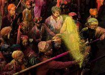 menigte Holi viering - India - foto: Ashfaq Rah