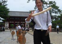 Japanse jongen met herten Nara - Nara - Japan