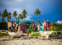 kinderen op Koka beach op Flores - Indonesie - foto: Seatrek Bali