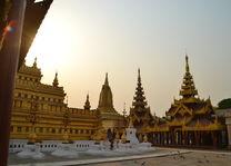 lokale pagode in - Bagan - Myanmar - foto: Daniel de Gruiter