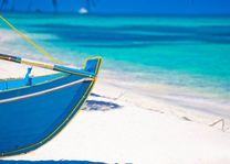 Boot met helderblauwe zee - Malediven