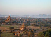 tempels bagan vanuit lucht - Bagan - Myanmar - foto: Berry ter Horst