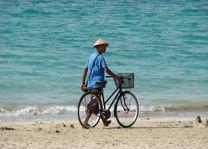 fiets op strand - Ngapali - Myanmar