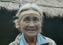 tattoo faced woman - Mindat - Mindat - Myanmar - foto: lokale agent