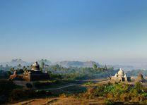 Tempel en palmbomen, Mrauk U. Dukkanthein Paya - Myanmar - foto: Archief