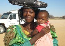 vrouw met kind in Damaraland - Namibië