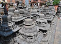 beelden tempel Swayambunath - Swayambunath - Nepal - foto: Marloes Wijnhoff