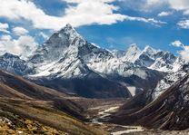 uitzicht van mount Amadablam op weg naar Everest base camp - Nepal - foto: Archief