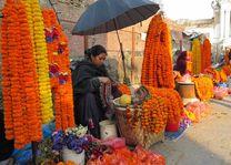 Bloemenverkoopster, Patan - Patan - Nepal - foto: Mieke Arendsen