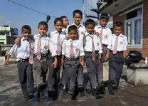 schoolkinderen in uniform HECAC - Nepal - foto: HECAC