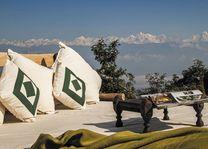 terras met uitzicht Dwarika's Dhulikhel - Dwarika's Dhulikhel - Nepal - foto: Dwarika's
