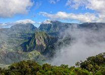 Mistig landschap van Cirque de Salazie - Cirque de Salazie - Réunion - foto: Archief