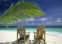 Strand met stoelen - Seychellen - foto: Seychelles Tourist Office