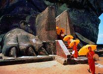 monniken bij Lions Rock - Sigiriya - Sri Lanka