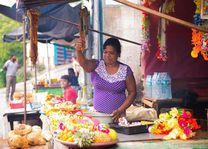 marktvrouw met kraampje - Sri Lanka - foto: lokaal agent