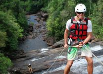 abseilen Borderlands canyoning in Kitulgala - Borderlands canyoning - Sri Lanka - foto: Borderlands canyoning