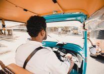 chauffeur in tuk tuk - Sri Lanka - foto: Tuk Tuk Safaris