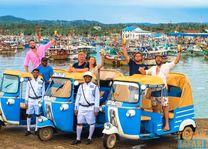 groepje met tuk tuk op pad - Sri Lanka - foto: Tuk Tuk Safaris